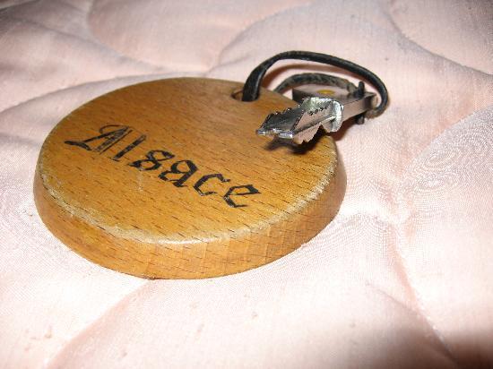 Hostellerie Saint Louis : A bed room key