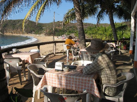 Posada Ziga: the beach with restaurant