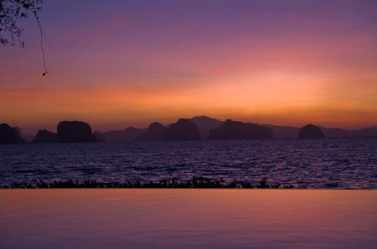 Koyao Island Resort: Sunrise overlooking the infinity pool and out to sea