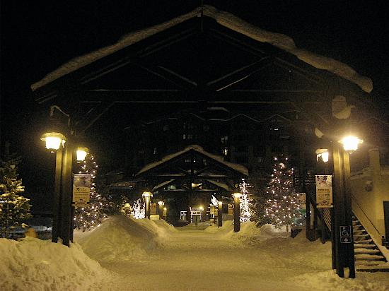 EagleRidge Lodge: Ski village