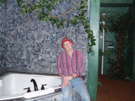 Destinations Inn: Frank with Bathtub in Hawaii
