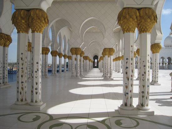 Abu Dhabi, Verenigde Arabische Emiraten: Arkaden der Mosché