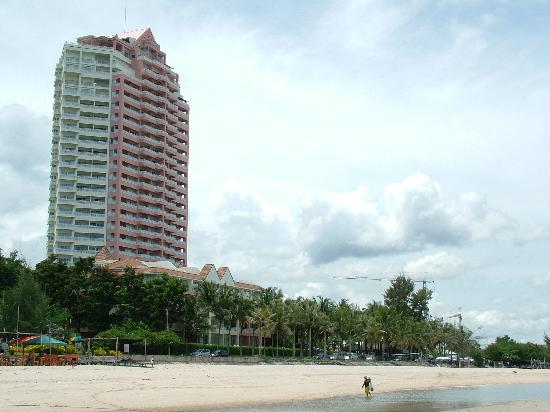 Springfield Beach Resort: View of hotel from the beach