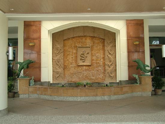 Springfield Beach Resort: Hotel entrance