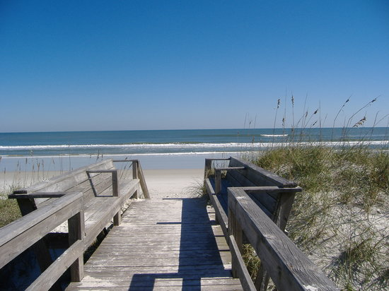 Crescent Beach, FL: walkway to beach