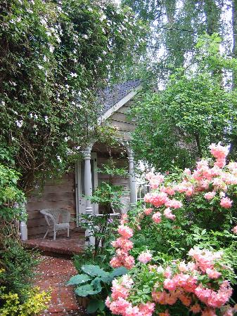 Hartmann House: Like a secret garden