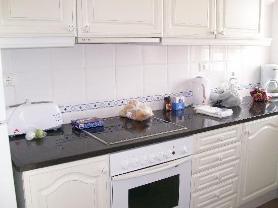 Luz Ocean Club: Modern kitchen