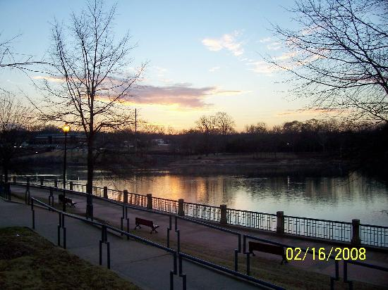 Columbus Riverwalk: Riverwalk at Dusk