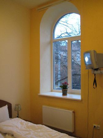 B&B Florens: Window to the street