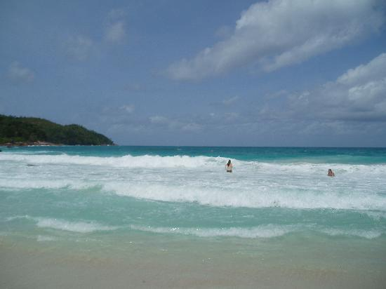 Anse Lazio: Big waves and our teenagers enjoying them
