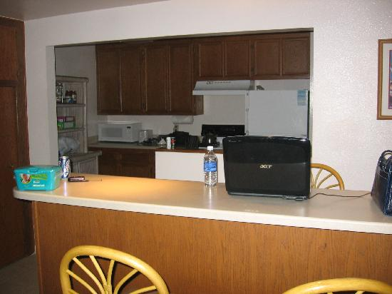 Nice Kitchen/Bar - Picture Of Blue Whale Resort, Oceanside