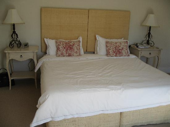 Four Rosmead: Huge double bed
