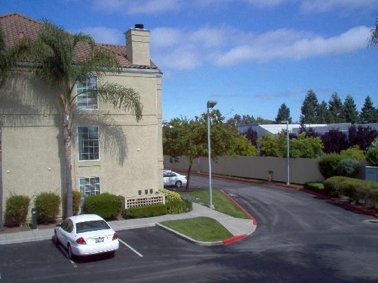 Staybridge Suites Sunnyvale: hotel exterior (backside)