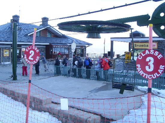 Hotel Crest: The queue for the chair lift to the Crest - a reason in itself to stay there!