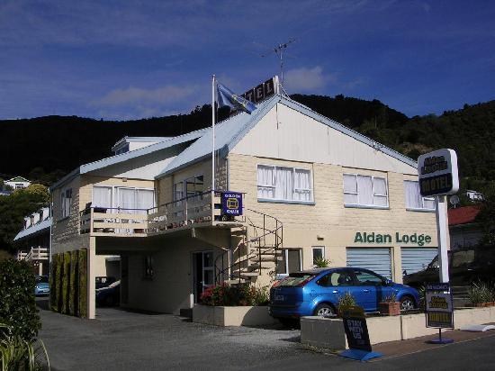 Aldan Lodge Motel: Exterior