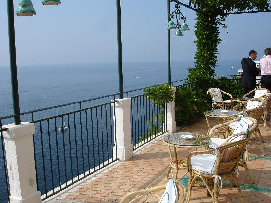 Santa Caterina Hotel: Outside upper bar