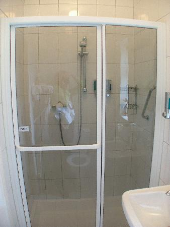Driftwood: Bathroom with power shower--very nice
