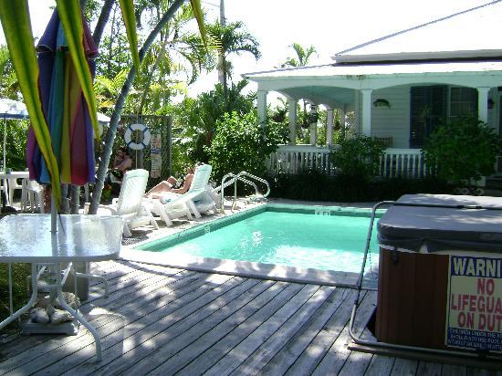 Papa's Hideaway: by the pool
