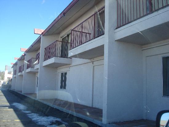 Rodeway Inn & Suites : Hotel exterior.. with balconies