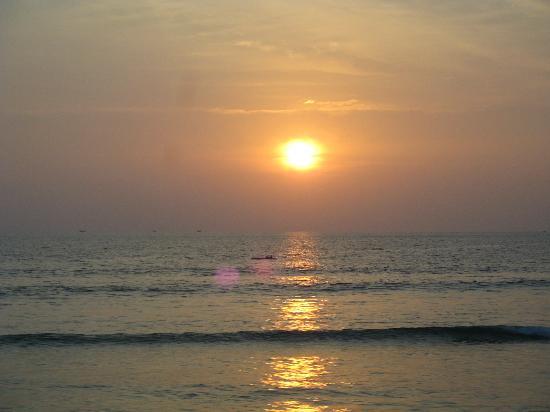 Safari Beach Hotel: Beautiful sunset