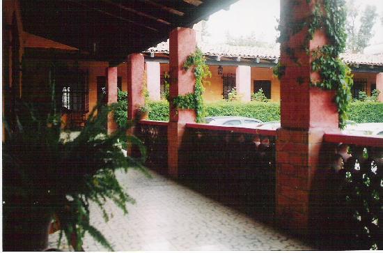 هوتل كوينتا لوريتو: Hotel porch / walkway
