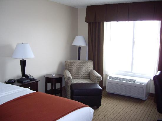 Holiday Inn Express Minot South: seating area