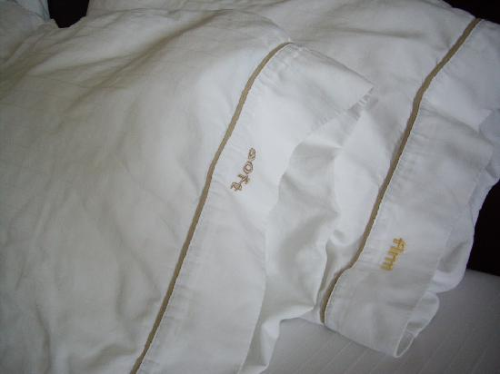 Holiday Inn Express Minot South: pillows - soft and firm