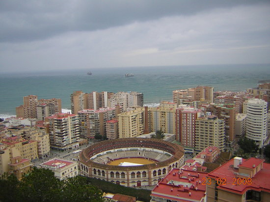 Malaga, İspanya: View of bullring from parador