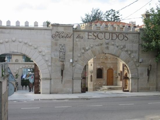 Pazo Los Escudos Hotel and Spa: Entrance to the hotel grounds