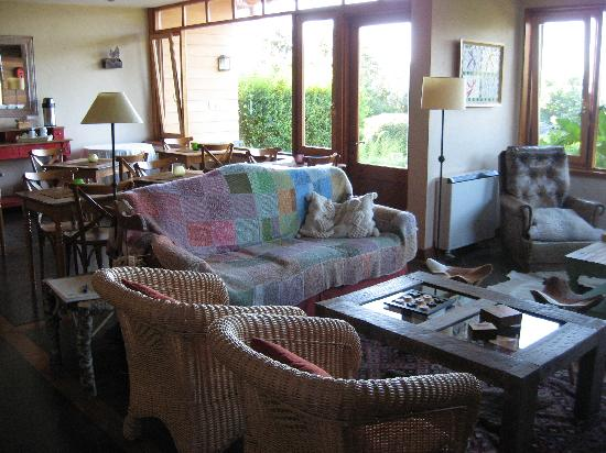 Hotel and Cabanas Monte Verde: Living room area / Breakfast