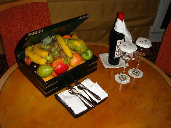 Jumeirah Beach Hotel: Complementary fruit