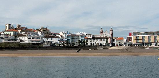 Praia da Vitoria, Portugal: Varandas is the building behind the palms to the left of the church.