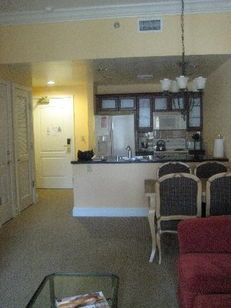 Aston MonteLago Village Resort: Kitchen and dining area