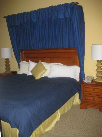 Aston MonteLago Village Resort: Bedroom (pic 1)