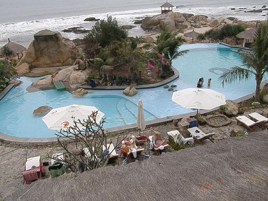Rock Garden Spa Resort : pool area