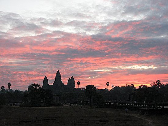 Siem Reap, Kambodża: Angkor Wat At Sunrise