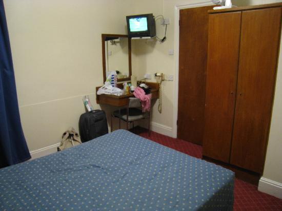 Hotel Edward Paddington : La camera e la porta del bagno