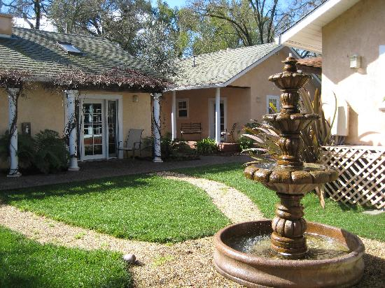 Glen Ellen Inn: Our cottage