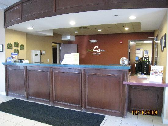 Country Inn & Suites By Carlson, Rochester-Pittsford/Brighton, NY: Holiday Inn Express Rochester - front desk