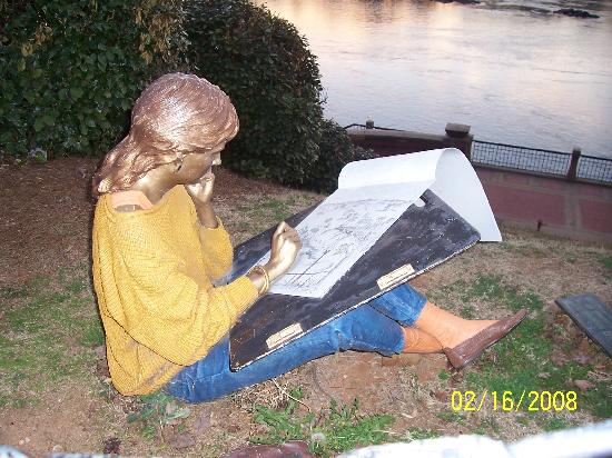 Columbus Riverwalk: Girl Artist Statue