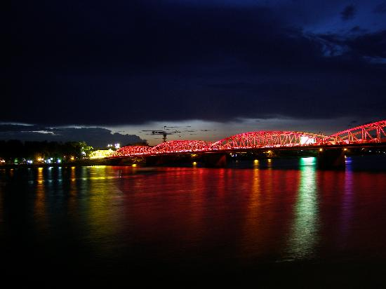 Truong Tien Bridge : The Bridge on Perfume River in the night