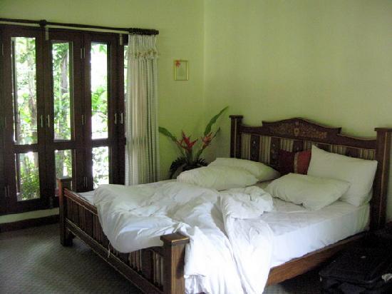 Baannamping Riverside Village: cozy bed