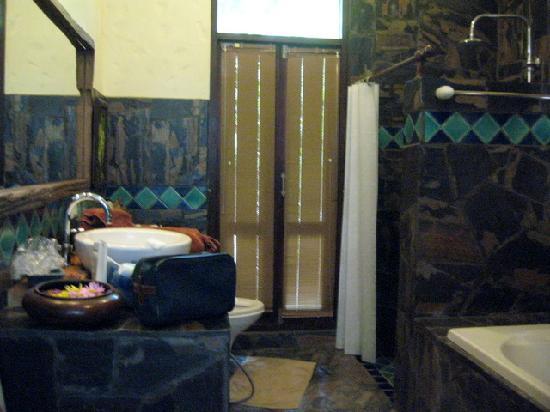 Baan Nam Ping Riverside Village: bahtroom