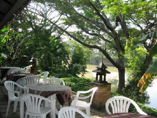 Baan Nam Ping Riverside Village: breakfast area