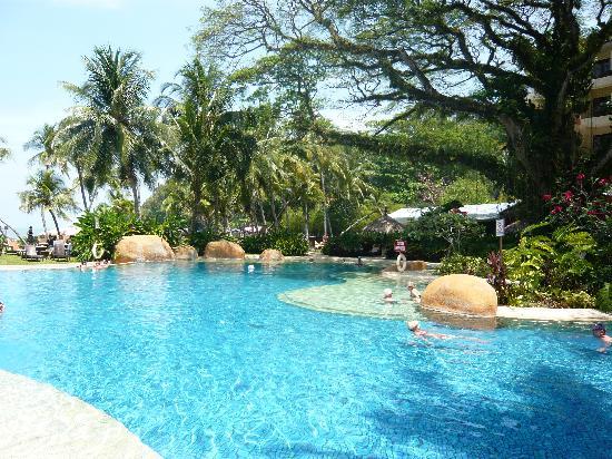 Shangri-La's Rasa Sayang Resort & Spa: Garden Wing Pool