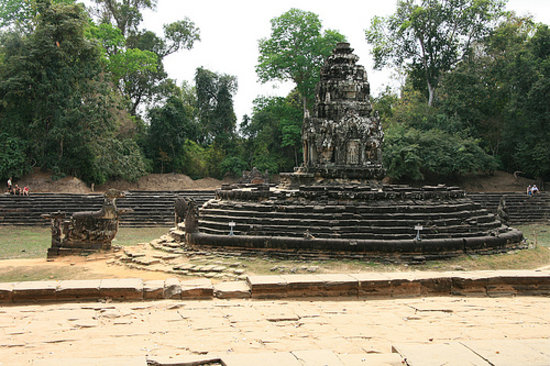 Neak Pean - central prasat and Bahala