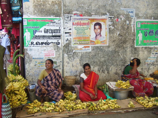 Pondicherry - street vendors in Nehru st