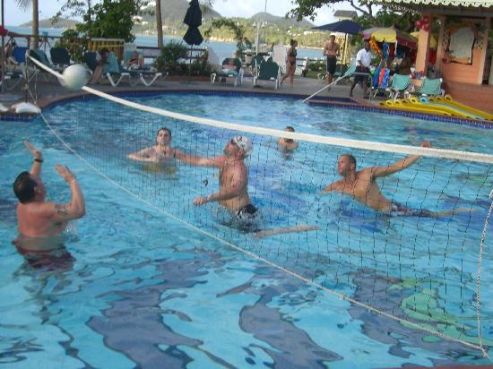Sandals Halcyon Beach Resort: Pool volleyball keeps you fit!
