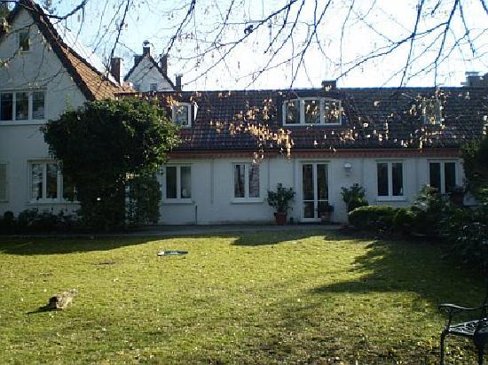 """Gästewohnungen """"Hubmann"""" : view of apts from back garden"""