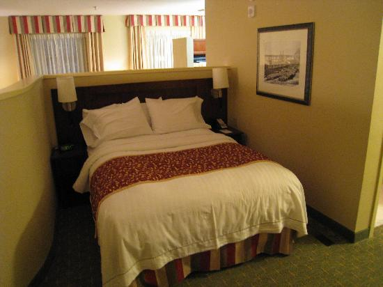 Residence Inn Memphis Downtown: Premium linens on a really comfy bed